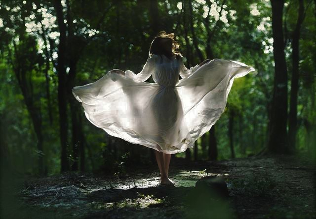 woman-in-forest-with-white-dress (2)